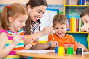Teacher working with children enrolled in Fairfax preschools